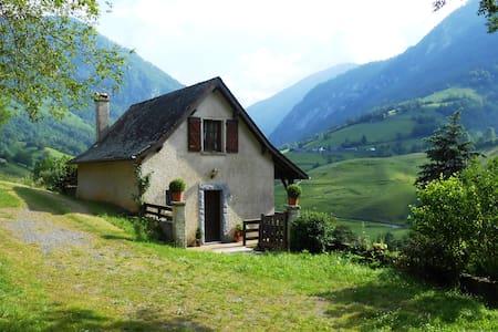 Petite maison dans les montagnes - Lourdios-Ichère - Dům