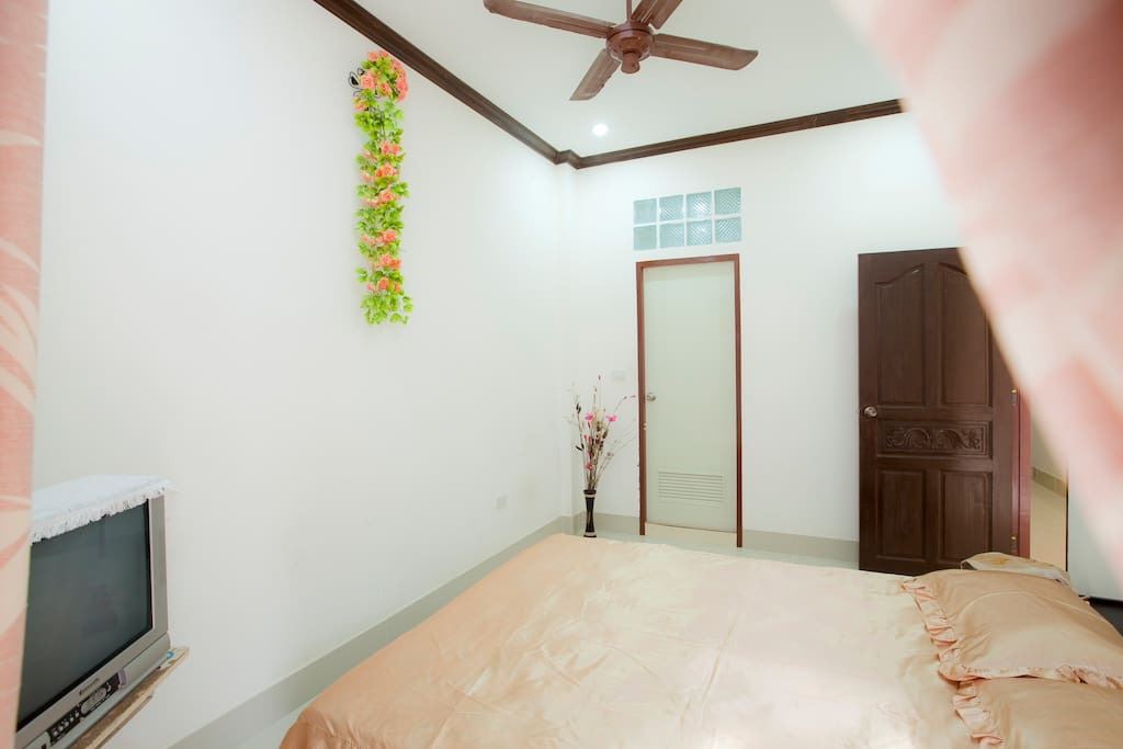 ROOM W/AIR,HOTWATER IN SOI BANGLA