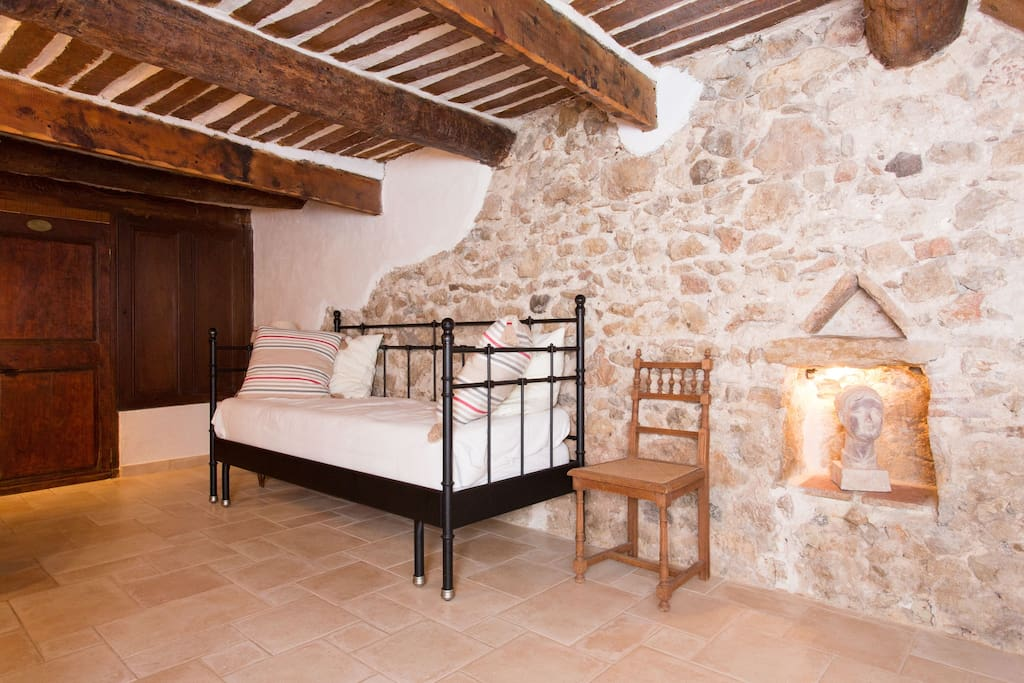 maison de p cheur in antibes. Black Bedroom Furniture Sets. Home Design Ideas