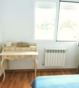We have 3 rooms. 2 simple and 1 double. We are a nice couple 36 years old that love animals, we have dogs. When you stay you can use the whole house. Linares is really well comunicated, it´s near Jaén, Úbeda & Baeza, and there are natural parks near.