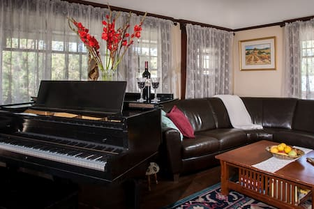 Spring Room at Craftsman Inn - Calistoga - Bed & Breakfast