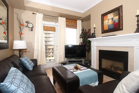 Excellent 2BR w/King Bed Pool & Gym