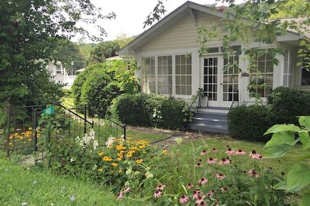 Hidden Cottage Guest House - Hus