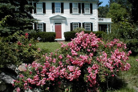 Historic home built in 1775 - Bedford - Bed & Breakfast