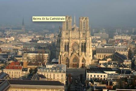 Cité des Sacres en Champagne vue p - Reims - Apartment