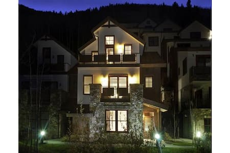 Riverhouse - 3BR Townhome Platinum Mountain View #A