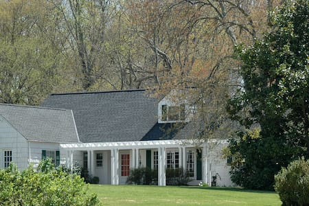 Upfront, Cape Cod on 50-acre farm - Keswick - House