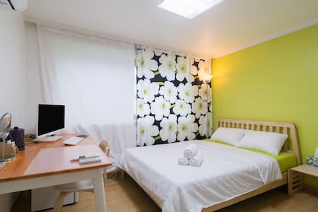 Private Lime APT for 3P in Hongdae