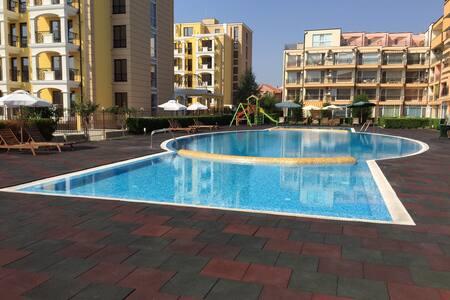 Flat with sea view,3 min from beach - Sveti vlas