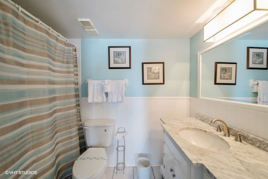The master bathroom has a tub/shower combination and granite countertops.