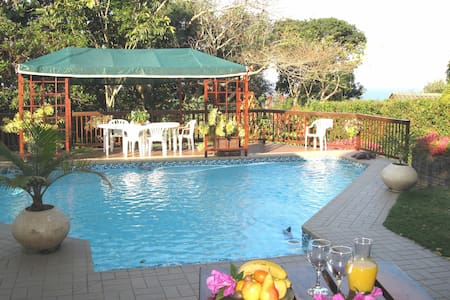 Mdoni House Guest Lodge - Bed & Breakfast