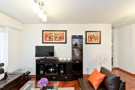 This cozy, fully equipped and perfectly located 1 BR apartment is all you need for an unforgettable stay in the most vibrant area in Lima. Relax and enjoy great cuisine, shops, markets, spas, entertainment sightseeing and more at walking distance.