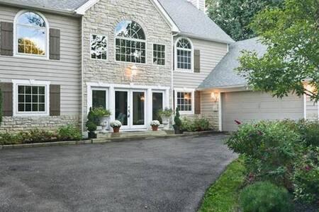 5000 Sq Ft - Spacious Lake Rd Home - Rumah