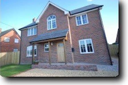 Tuppence Cottage - Shalfleet