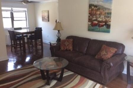 Beautiful Condo,walk to beach, off-street parking! - Asbury Park - Condominium