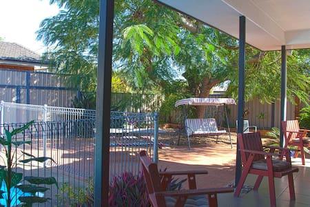 Bundaberg - chill by the pool - Kepnock - Bed & Breakfast