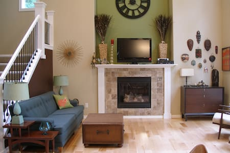 Lovely Quiet Room in a greenbelt! - Ház