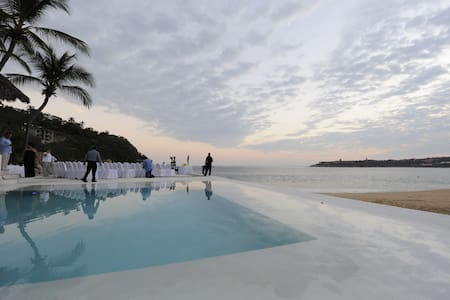 Oceanfront Suite, Huatulco Mexico - Appartement