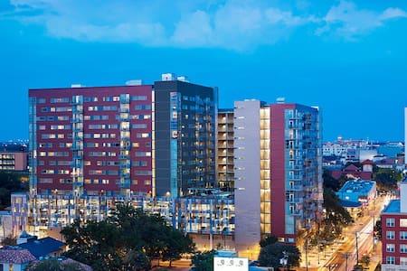 Luxury 2400 Nueces Apartments