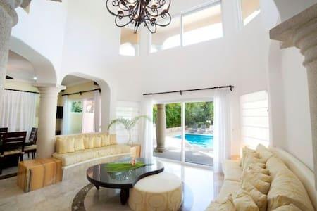 Elegant 5BD villa with private pool - Puerto Aventuras