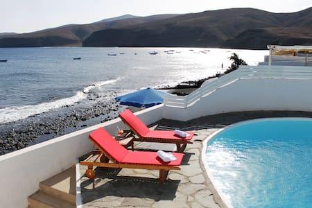 Casa Playa Quemada 1º linea de mar - Playa Quemada
