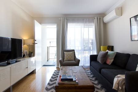 Private Room in Cheerful Apartment