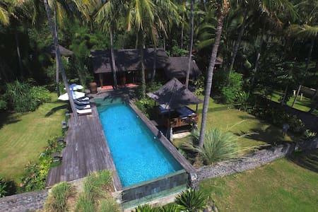 Villa sur la plage - House