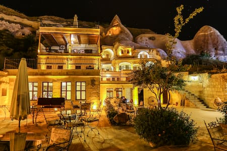 Our single Room in arch stone and Cave Room, very close the Goreme  Busstation-Goreme openairmuseumi rose valley and 5 munite walk to sunset point. Have Very Good view of Balloons in the Morning.