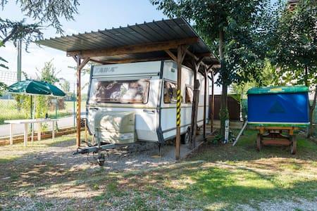 Caravan 5+2 posti in cortile - modena - Campingvogn