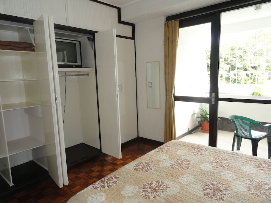 Superior room,1 queen-size bed, en-suite balcony, view 1