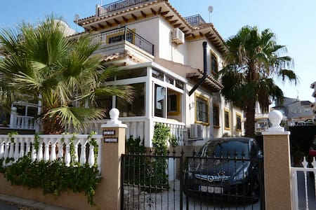 Villa near Torrevieja w. pool, wifi, beaches, golf - Villa