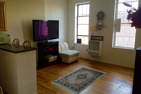 Charming private female room: UWS