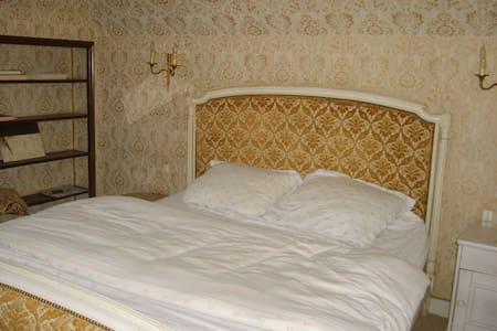 chambre avec CT.,WC.TV. privatifs - Bed & Breakfast