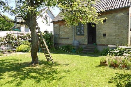 Room in house w garden near center - Roskilde - Huis