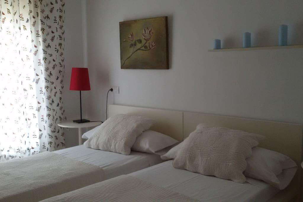 Dormitorio con 2 camas de 0.90x2.00