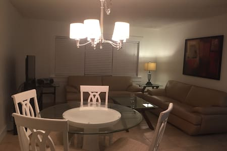 2 Bedrooms 1 Bathroom - Deerfield Beach