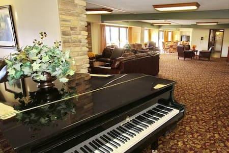 PremiumDowntown Apt with gym&lounge