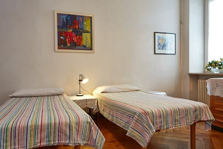 Big double room next to city center - Bed & Breakfast