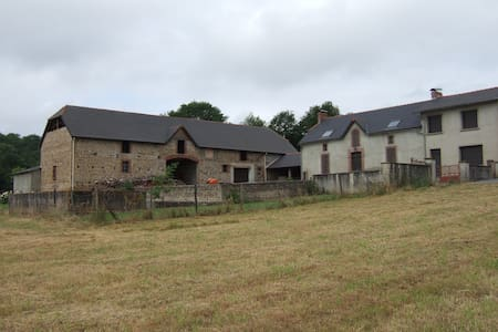 Corps de ferme à Montaner Béarn - Dům