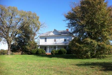 Historic Farm House near Durham, NC - Rumah