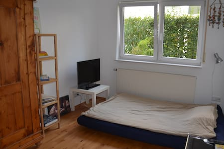 Rooms in a great apartment near For - Daire