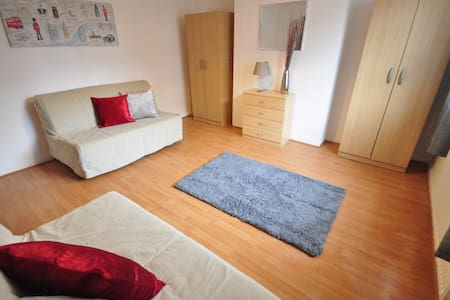 Cosy room for 4 Whitechapel (CAL4)