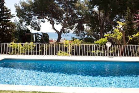 Country house with pool in Garraf