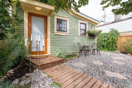 The Urban Cottage - Kabin
