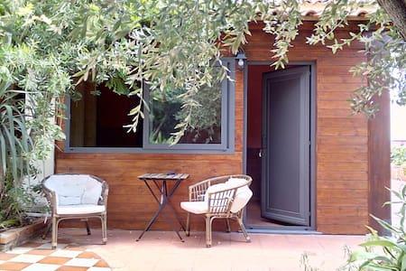 Dependance con giardino in villa Etna-mare 2 km. - Bed & Breakfast