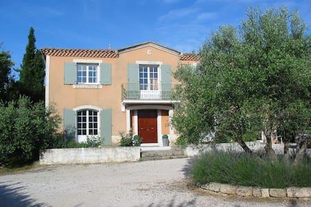 Bastide provençale sur un terrain de 3000m² - Fabrègues - Villa
