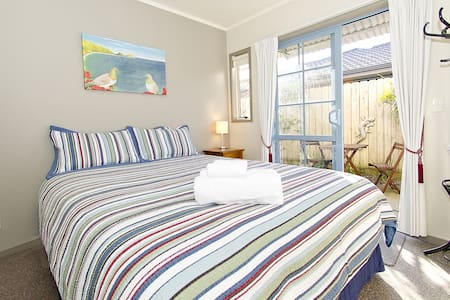 Pipi Dune Bed & Breakfast: Queen 1 - Whitianga - Bed & Breakfast
