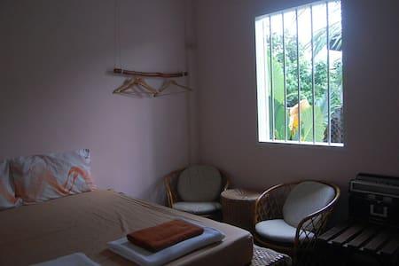 以自然南洋风为风格的62 年房子,座落在南部美丽,朴素,漫活的新村内。 - Sorház