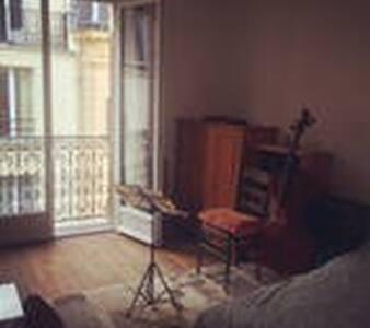 Grande chambre dans le 11ème - Apartment