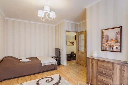 Wonderful one room apartment, really homy, with new decoration! Located in one of the best district of Kharkov: Lenina avenue is walking distance, many cages and shops nearby, there's a market and a supermarket, also a big green park is 10 min. walk!